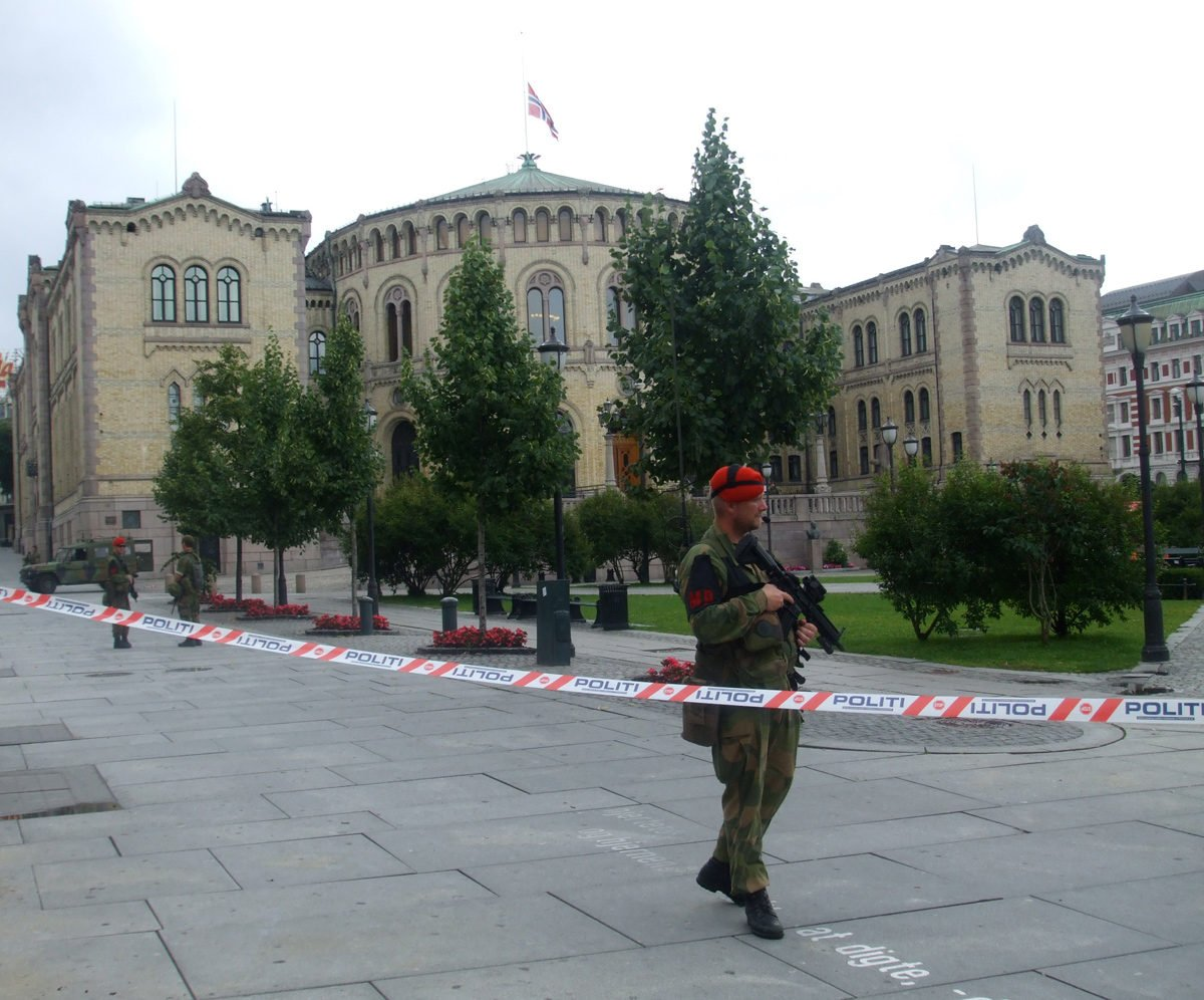 An armed soldier in front of Oslo's Stortinget