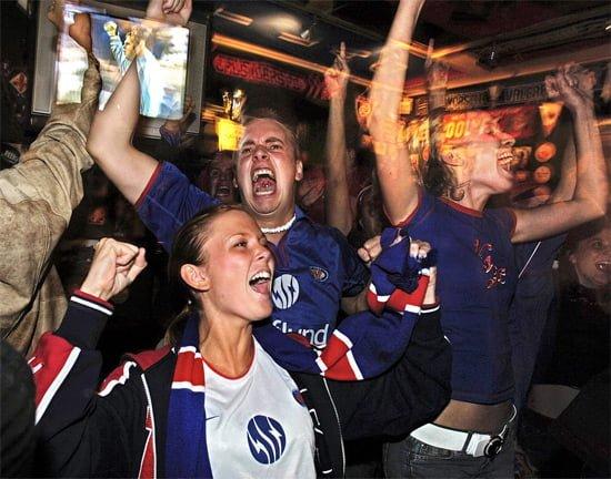 Fans celebrating in Bohemen