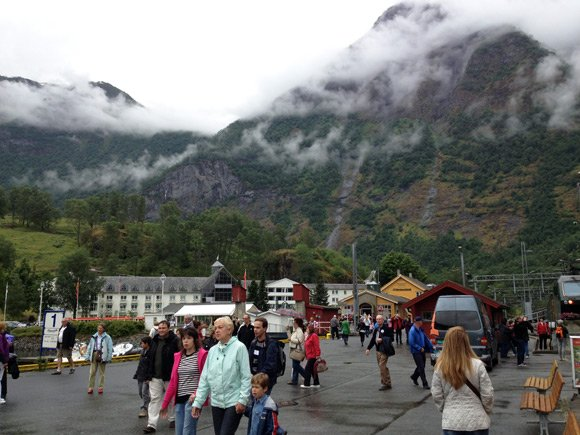 Tourists from a cruise ship in Flåm
