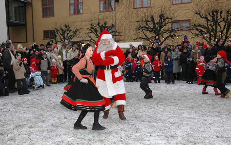 Santa dancing at Oslo's Folk Museum