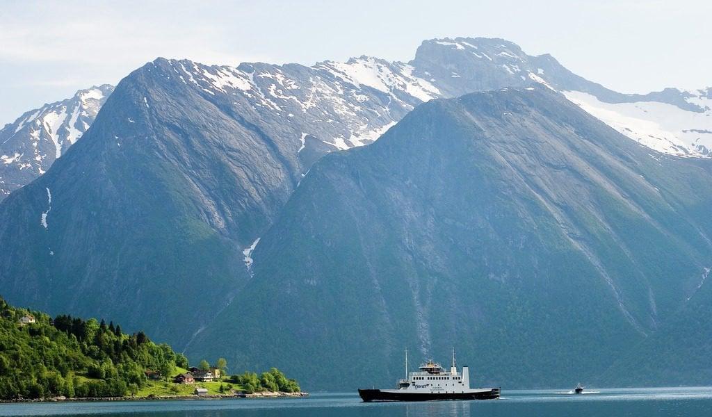 Hjørundfjord cruise