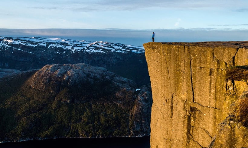 The popular tourist attraction in Norway, Preikestolen, has a crack and could collapse