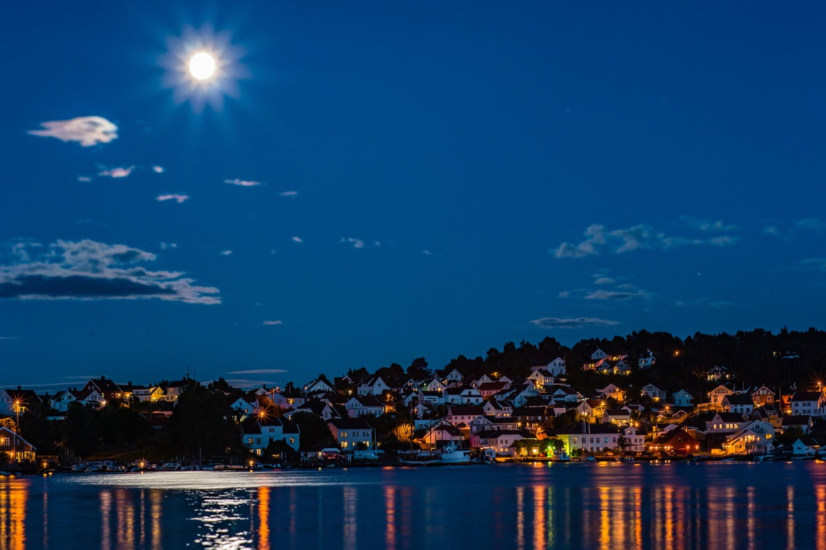 Kolbjørnsvik at night
