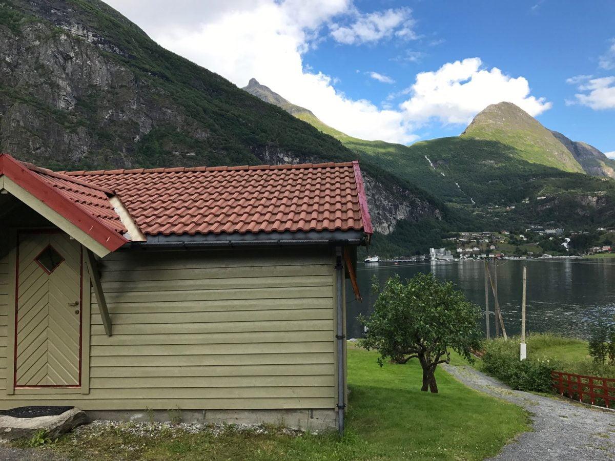 Geiranger fjordside cabins