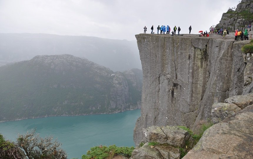 Preikestolen hikers