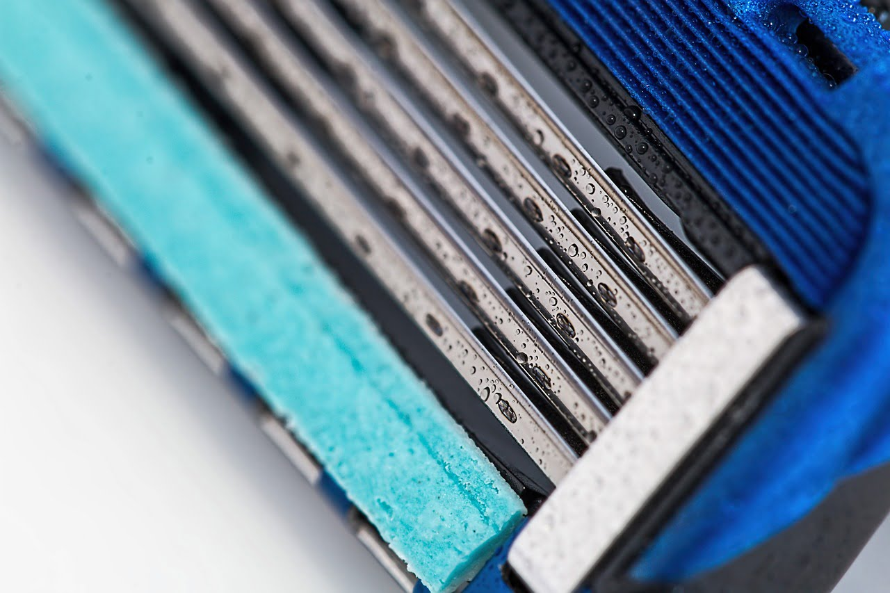 Razor blades shaving