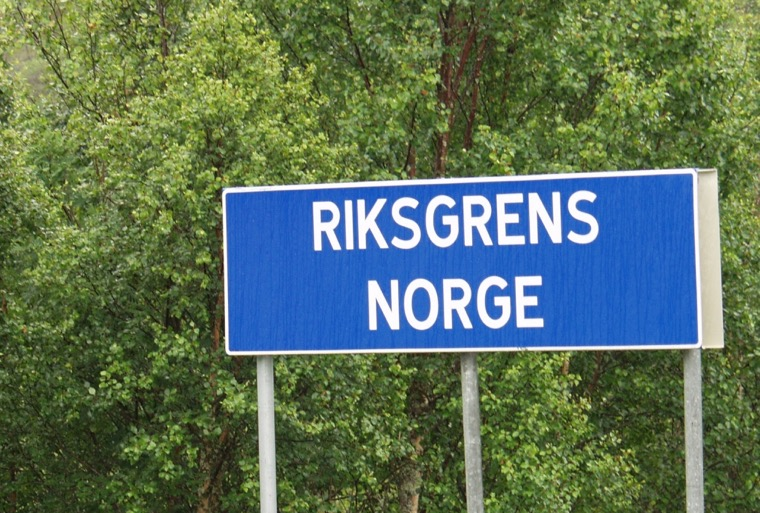 Sign at the Norwegian road border