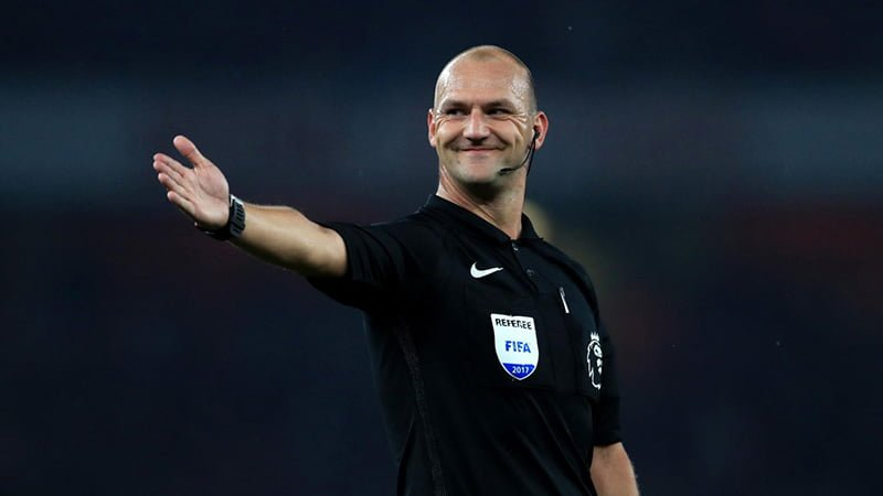 Bobby Madley referee in Norway