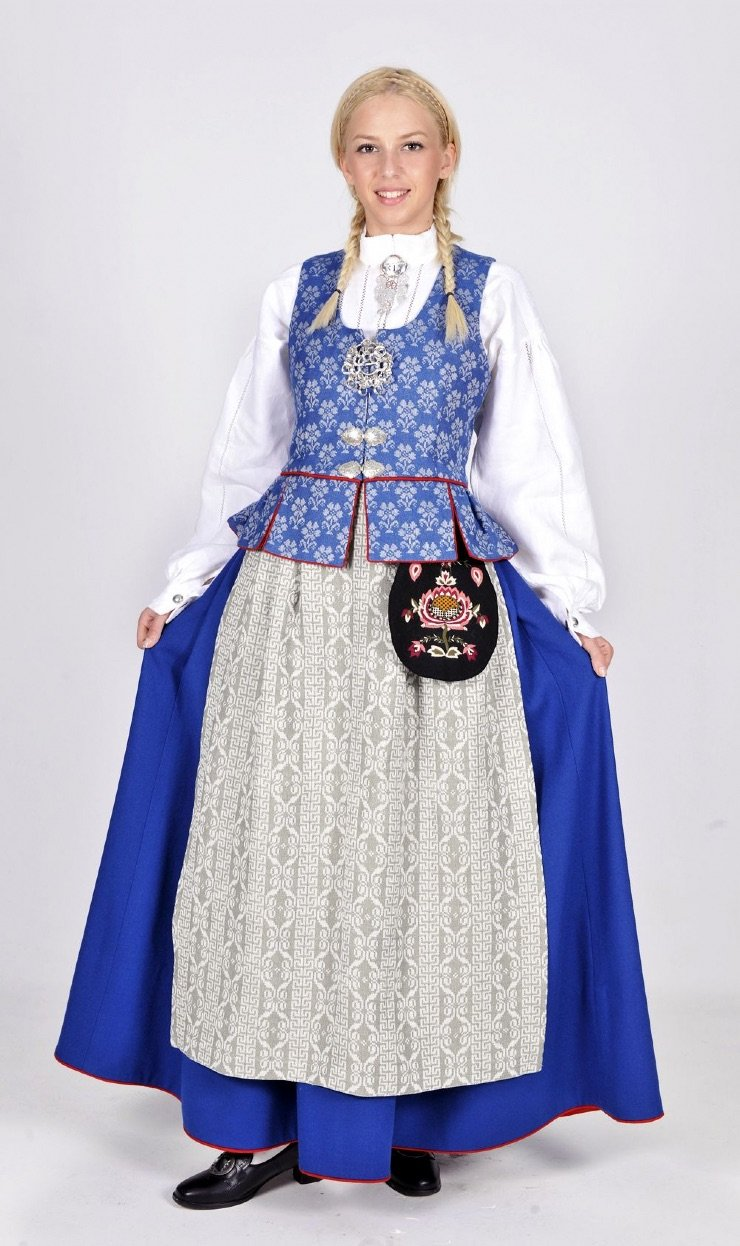 An example of the Trøndelag bunad in blue, worn in Trondheim and the southern part of central Norway