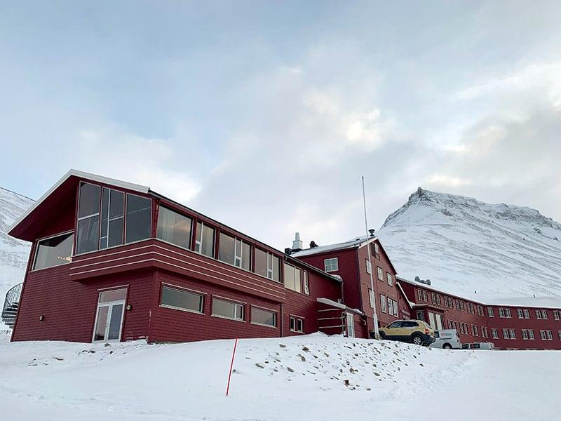 The spectacular setting of Funken Lodge in Longyearbyen