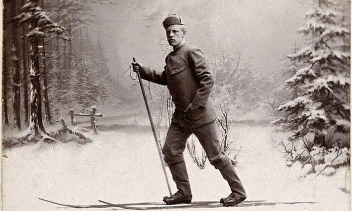 Fridtjof Nansen skiing