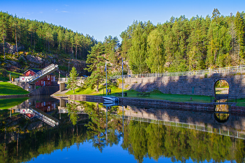 The sunny Telemark canal