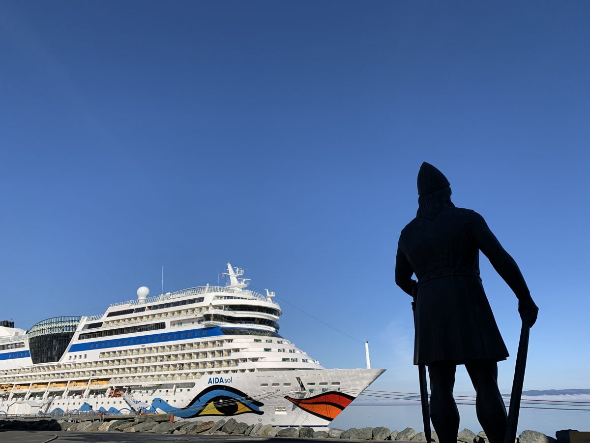 Cruise ship and statue in Trondheim