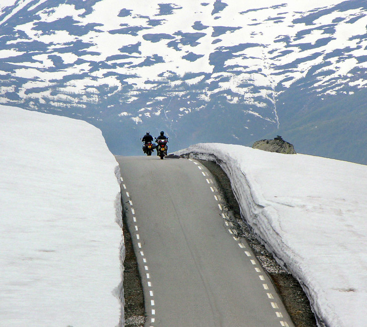 Motorbikes on the Norwegian snow road