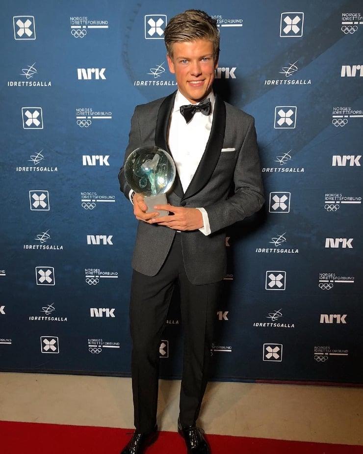 Klæbo with an award