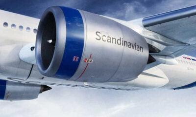 Blue stripe on SAS airplane engine
