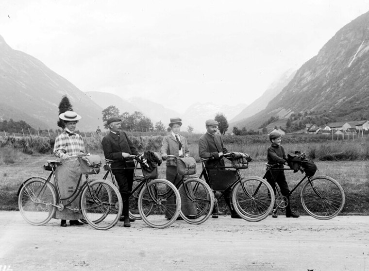 Historic bicycle ride through rural Norway