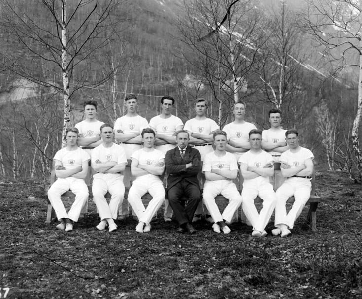 Hjelledalen gymnastics troop in 1910