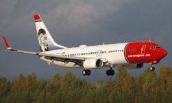 Norwegian 737-800 plane featuring Greta Garbo