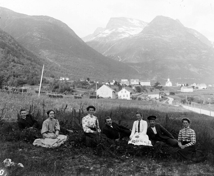 Old Norwegians from 1900 in Loen