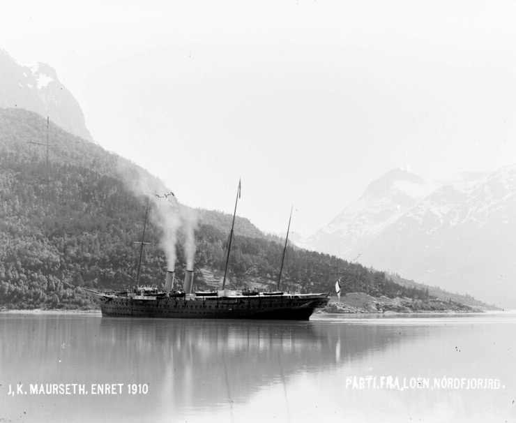 The steamship S/Y Argonaut on the Nordfjord in Norway around the year 1910