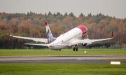 Boeing 737-800 airIiner