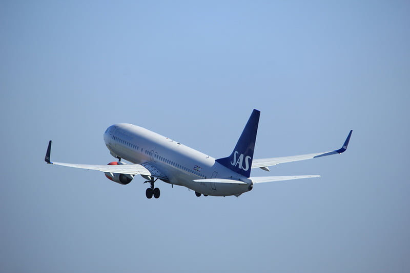 SAS airliner taking off