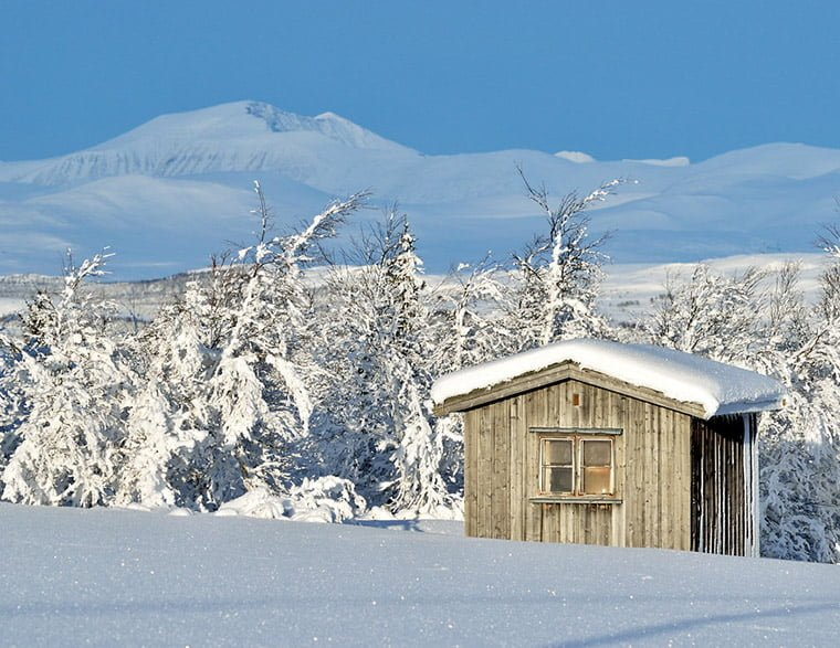 Winter conditions in the south of Rondane National Park in Norway, with the mountains Storronden and Rondslottet in the background