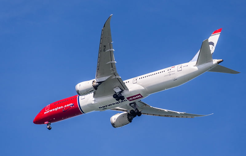 Norwegian Air Boeing Dreamliner landing at San Francisco Airport