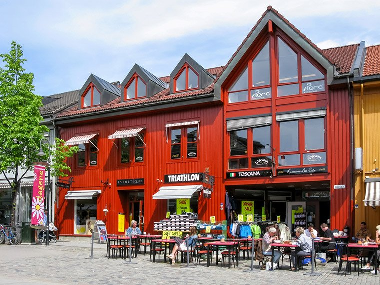 Shops and cafes on Lillehammer high street