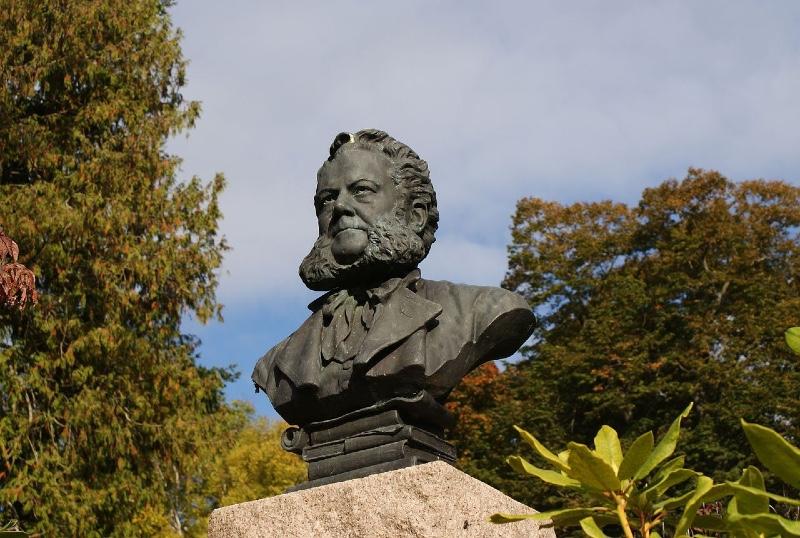 Ibsen statue