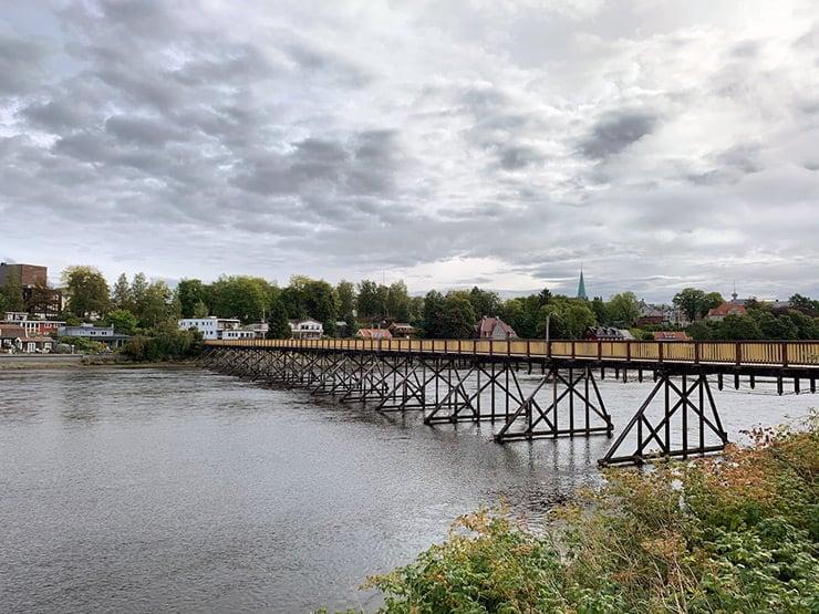 A bridge over Trondheim's Nidelva river by Spectrum arena