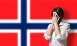 Coronavirus patient in front of the flag of Norway