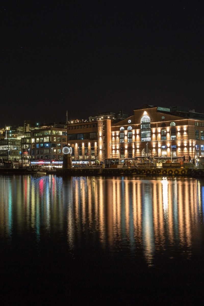 Oslo's Aker Brygge shopping mall at night