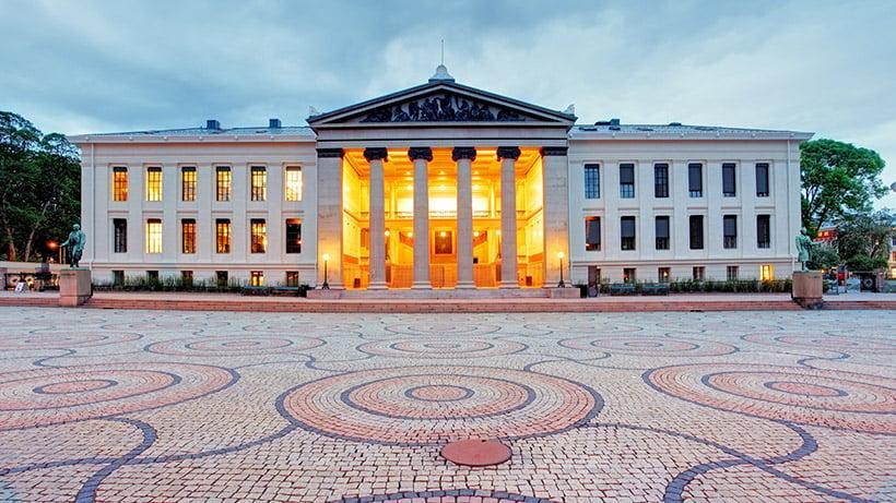 Coronavirus in Oslo empty public square