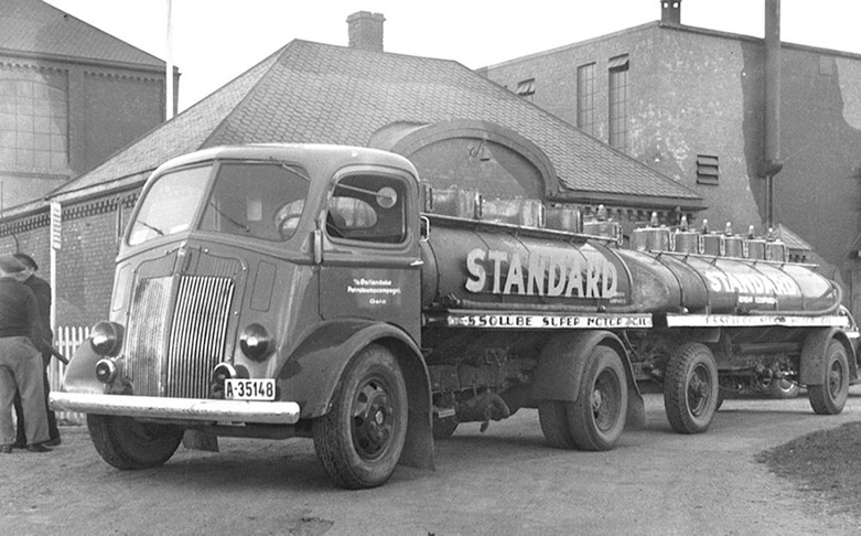 Standard Oil tanker with a trailer at the Vallø oil refinery and warehouse