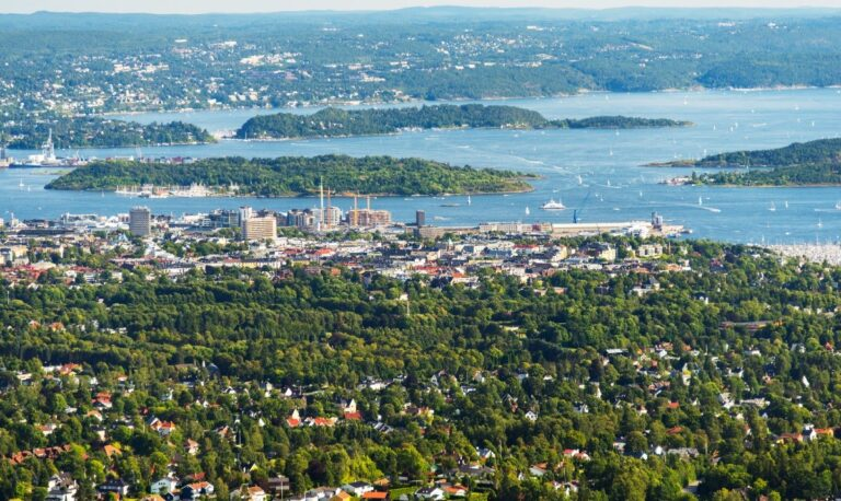 The green nature of Oslo can be seen from an aerial photograph of the city and fjord.