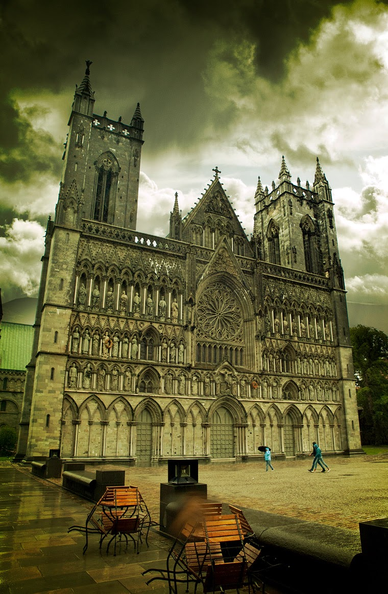 nidaros cathedral cloudy day