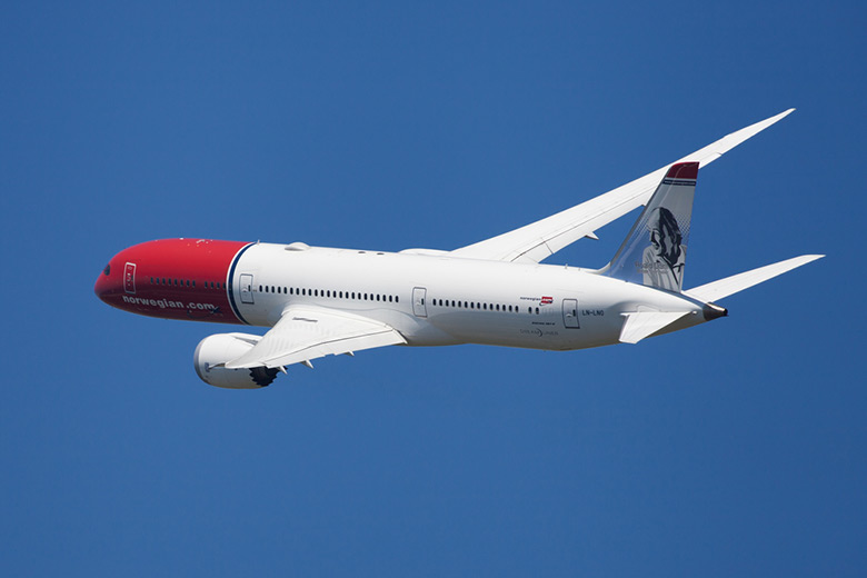 Norwegian Air Dreamliner Banking in the air