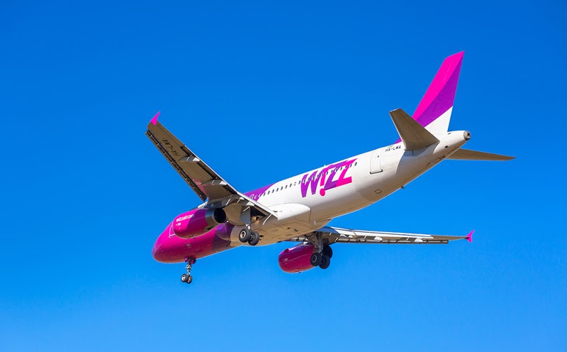 wizzair plane blue sky