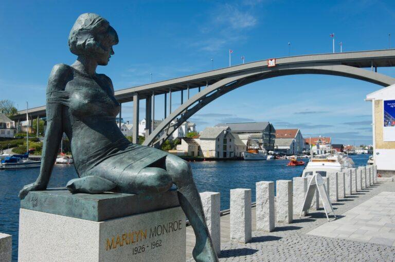Marilyn Monroe sculpture in central Haugesund