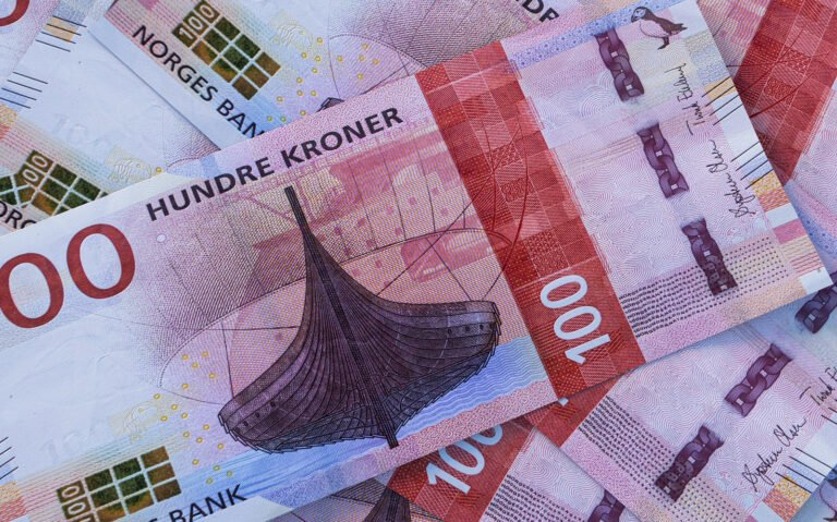 Hundred krone notes in Norway