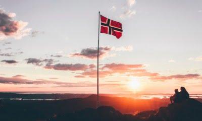 Norway flag war memorial
