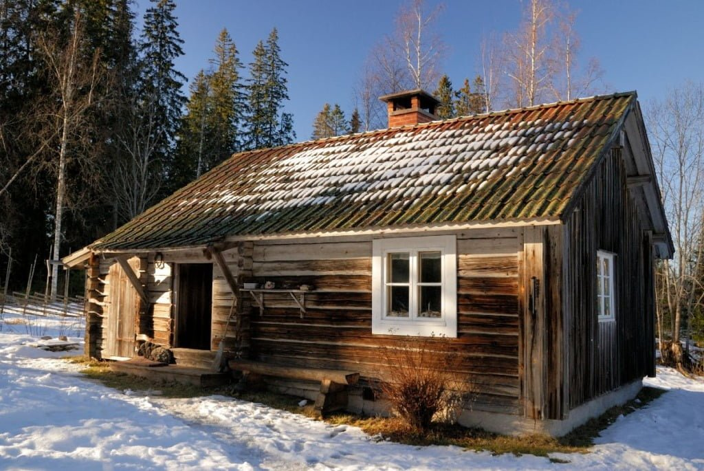 Norway cabin in the snow