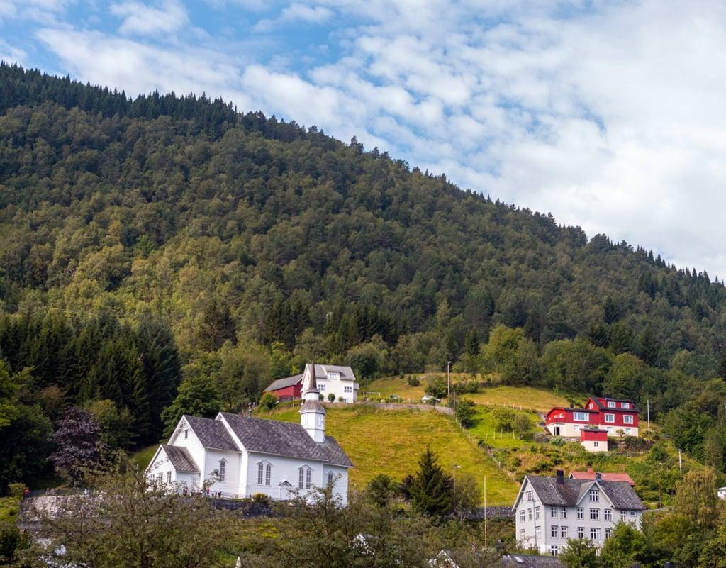 Hus og kirke i landlige Norge