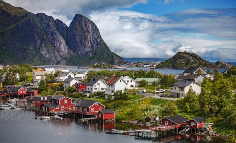 En norsk landsby på Lofoten i Nord-Norge.