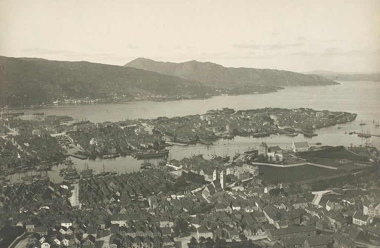 Photo of downtown Bergen and the Nordnes peninsular from the mountain.