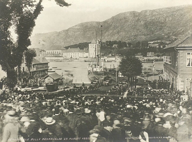 Crowds attend the funeral of Ole Bull in Bergen.