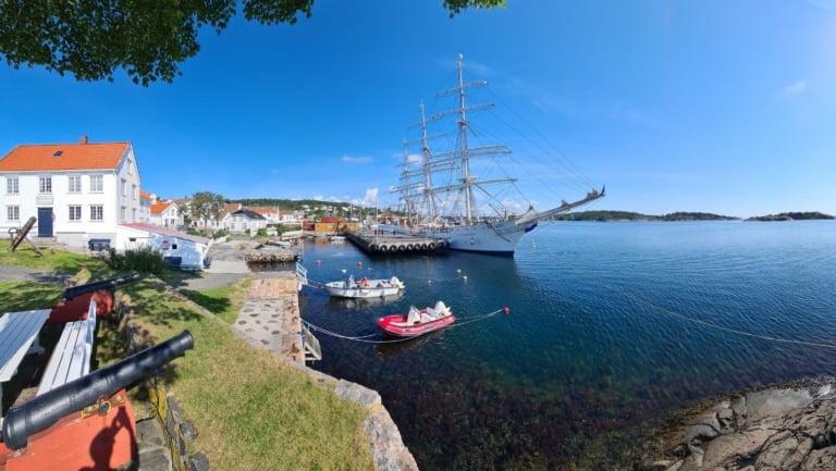 Waterfront of the Norwegian Riser