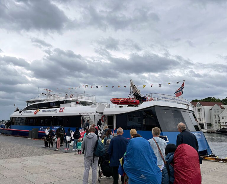 Queue for the Lysefjord sightseeing cruise at Stavanger harbour